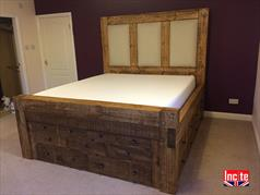 Rustic Plank Sleeper Drawer Bed