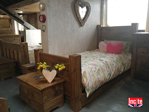 Rustic Pine Single Plank Bed