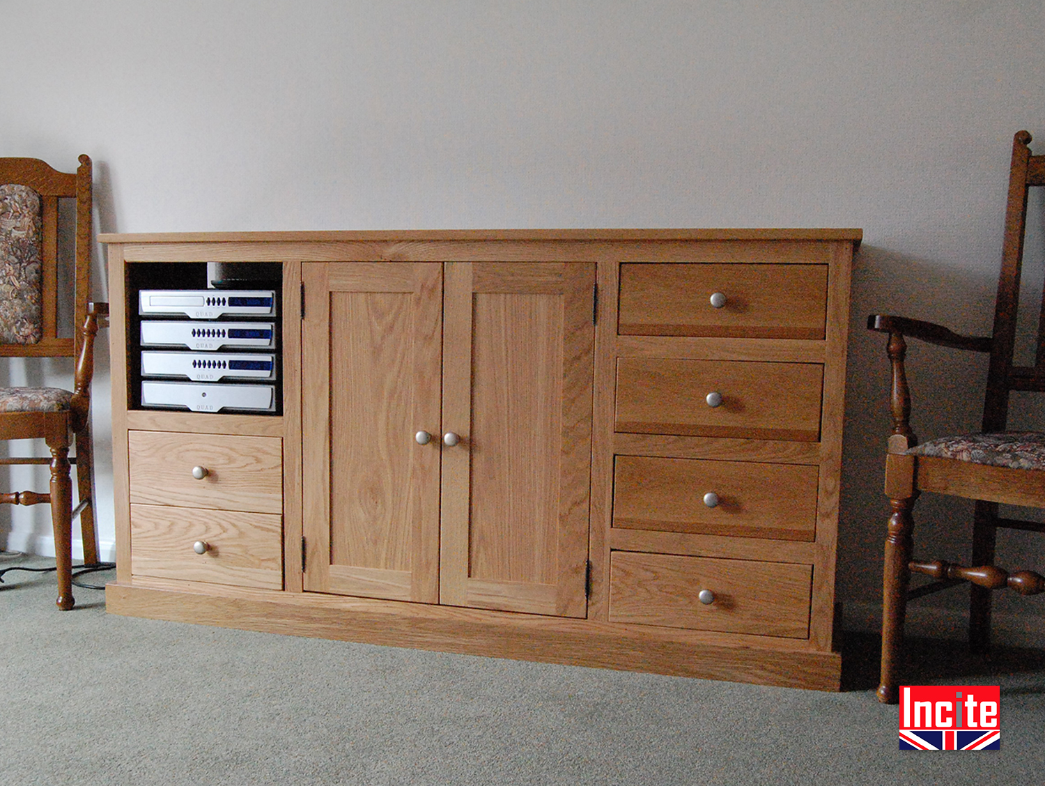 Incroyable Oak Sideboard With Media Storage