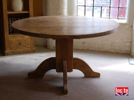 Rustic Pine Round Pedestal Table